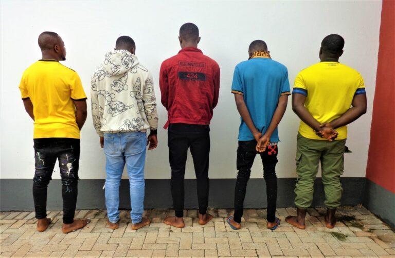 efcc-busts-10-suspected-internet-fraudsters-in-enugu